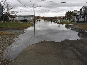 Bliss Street, Chalker Beach, flooding during astronomical high tide October 2015.